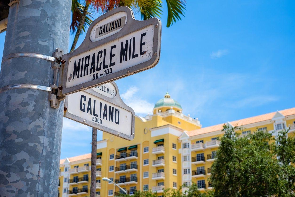 Miracle Coral Gables, Miami'deki mil sokak tabelası